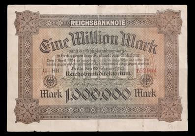 O marco alemão sofreu forte desvalorização durante a República de Weimar, devido à crise econômica e ao processo inflacionário
