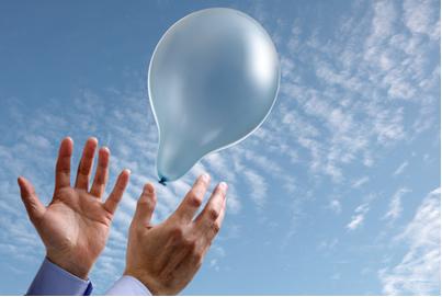 A densidade do gás hélio é menor que a do ar