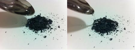 Colocando glicerina líquida sobre o permanganato de potássio
