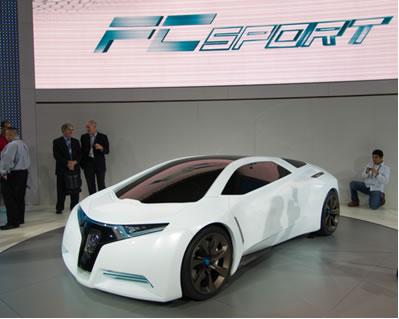 LOS ANGELES - 19 de novembro de 2008: Honda apresenta o Honda FCSport, veículo de célula de combustível no LA Auto Show*