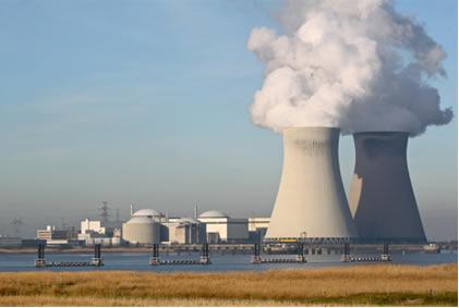 Usina nuclear que utiliza a energia liberada nas reações de fissão para gerar energia elétrica