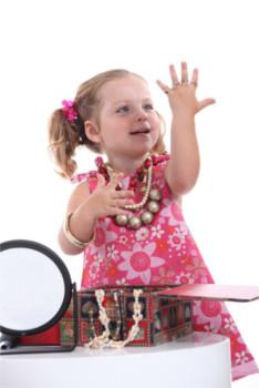 Crianças com bijuterias são as mais propensas à ingestão de maiores quantidades de cádmio