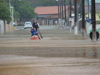 Ocorrência de enchente no estado de Santa Catarina, em 2008