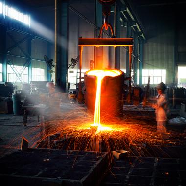 Produção de ferro e aço em siderúrgica
