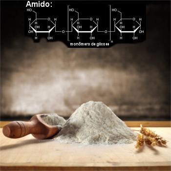O amido presente na farinha de trigo é um polímero natural (polissacarídeo) formado por  moléculas de α-glicose