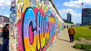 Vários pontos do muro de Berlim foram derrubados pelos próprios habitantes da cidade em 9 de novembro de 1989