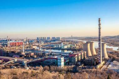 Em alguns locais, formam-se os complexos industriais com grande infraestrutura