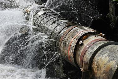 Boa parte do desperdício acontece em sistemas de abastecimento e tubulações públicas