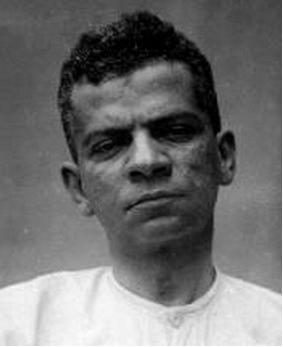 Lima Barreto nasceu no Rio de Janeiro, no dia 13 de maio de 1881. Faleceu na mesma cidade, no dia 01 de novembro de 1922, aos 41 anos de idade.