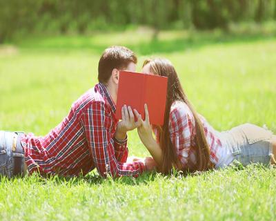 O namoro em fase de preparação para o vestibular pode ajudar o adolescente a passar melhor por este período