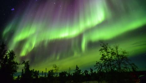 Aurora boreal ocorre quando o campo magnético da Terra é atingido por uma tempestade solar