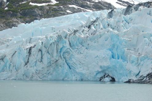 O Alasca possui milhares de geleiras (glaciares) que variam em altura e extensão