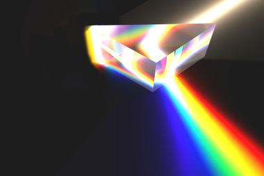 Ao sofrer duas refrações consecutivas por meio de um prisma, a luz branca espalha-se nas cores que formam seu espectro eletromagnético