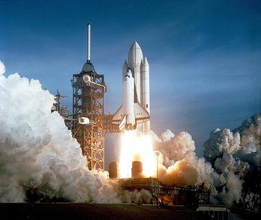 Primeiro ônibus espacial. Foi lançado em 1981, na Califórnia – EUA