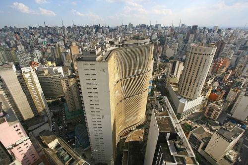 São Paulo é a maior das metrópoles brasileiras e tem até uma denominação especial: Grande metrópole nacional