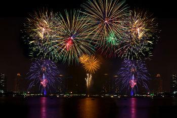Os fogos de artifício exemplificam o modelo de Bohr