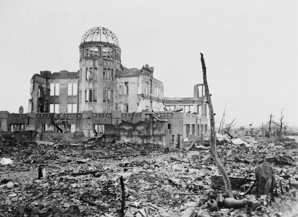 Destruição causada pela bomba atômica na cidade de Hiroshima*