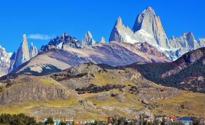 A Cordilheira dos Andes, na América do Sul, é formada por montanhas jovens, que foram formadas pela colisão das placas tectônicas