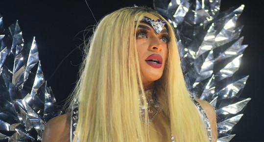 A drag queen Pabllo Vittar deu visibilidade ao movimento LGBT no cenário artístico brasileiro.