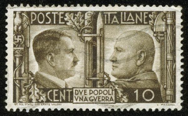 Hitler e Mussolini são entendidos como líderes dos dois grandes movimentos fascistas do século XX: o alemão e o italiano, respectivamente.**