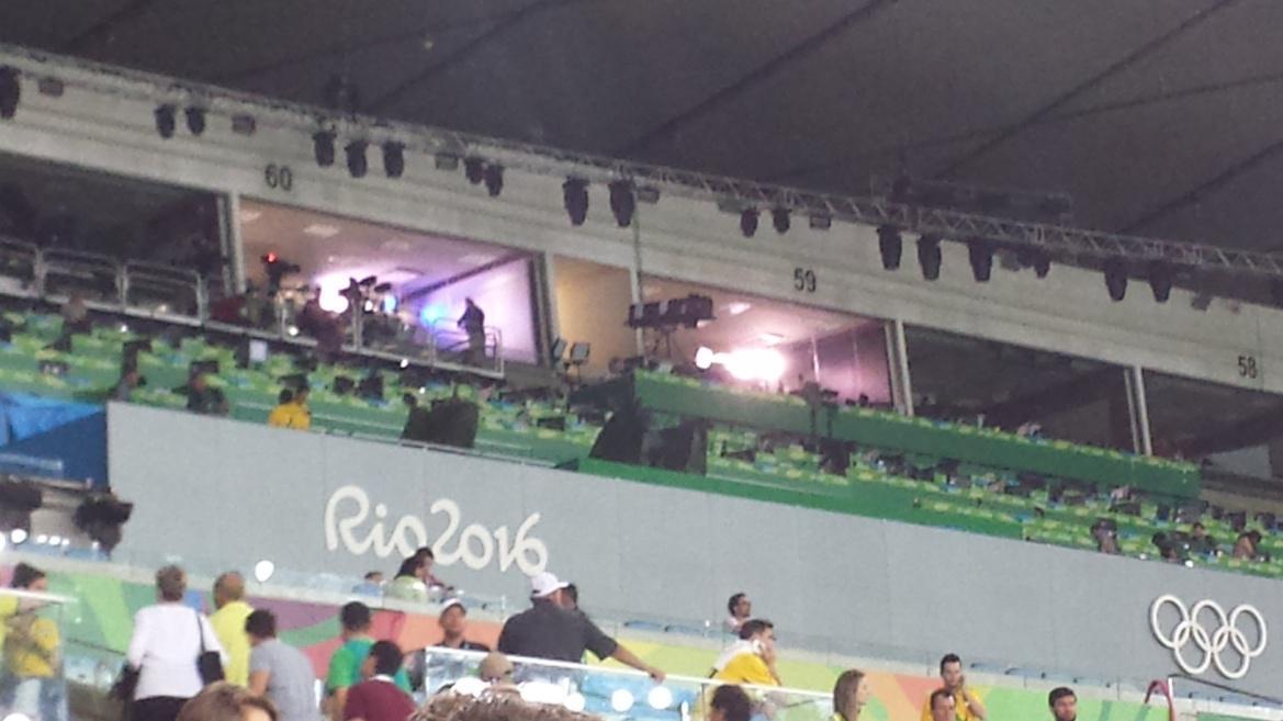 1d9efbc0da49 Figura 14. Cabine da TV Globo acima das demais posições da imprensa no  Maracanã (fonte: arquivo pessoal)