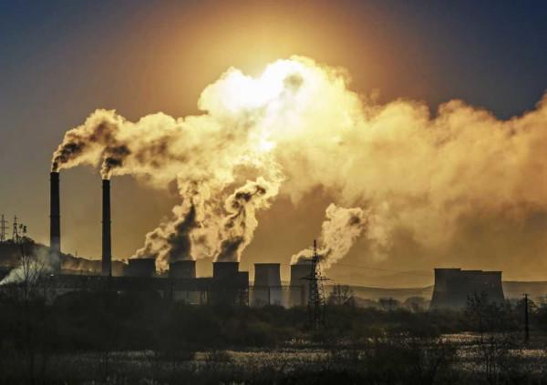 Segundo alguns estudiosos, o aumento da concentração dos gases de efeito estufa tem contribuído para o aumento das temperaturas do planeta.