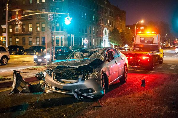 Acidentes de trânsito podem ser evitados, por exemplo, seguindo as leis de trânsito.
