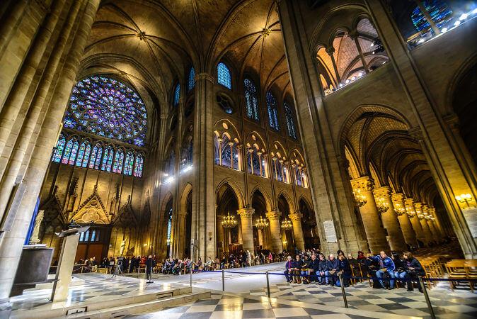Interior da Catedral de Notre-Dame (Créditos: TungCheung/Shutterstock)