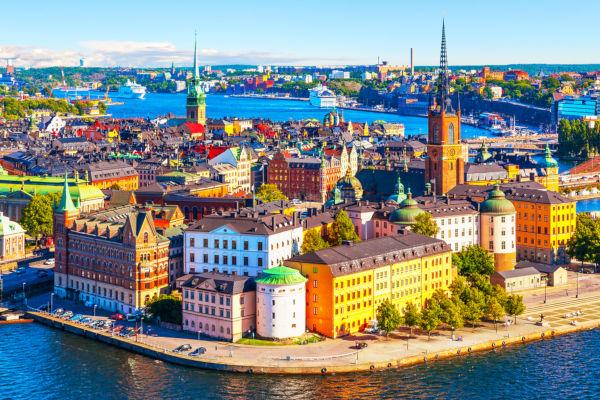 Estocolmo é a capital da Suécia, conhecida pelas suas paisagens exuberantes e pouca poluição.