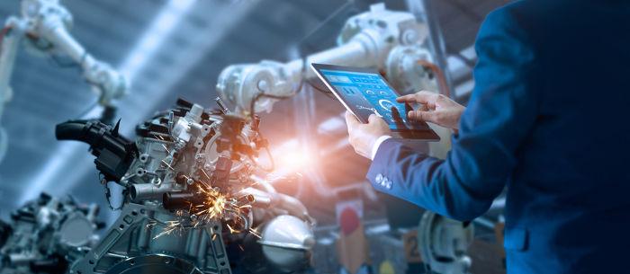 Os engenheiros de produção trabalham com a melhoria da eficiência dos meios de produção.