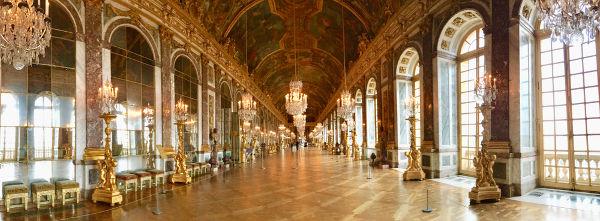 Galeria dos Espelhos, local no qual foi assinado o Tratado de Versalhes.**