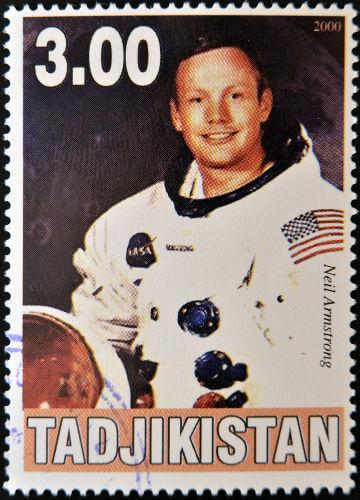 O americano Neil Armstrong foi o primeiro homem a pisar na superfície lunar, em 1969.*****