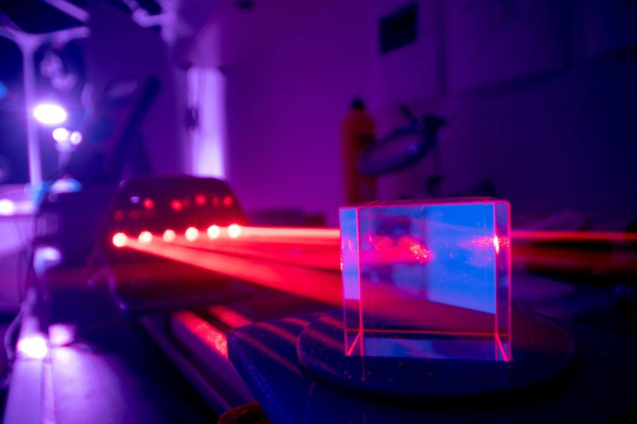 O funcionamento do laser só foi obtido pelo estudo da mecânica quântica.