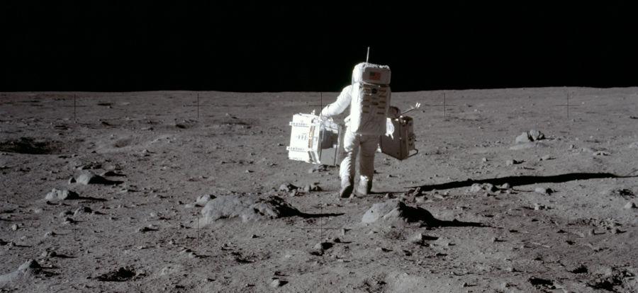 Uma das poucas fotos de Armstrong na Lua, capturada por Buzz Aldrin. (Créditos da imagem: Nasa / Reprodução)