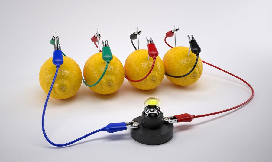 Quando associados em série, os limões podem ser usados para acender uma lâmpada.