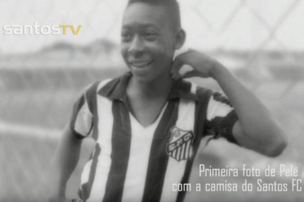 Com 16 anos, Pelé chegou ao Santos como promessa. [2]
