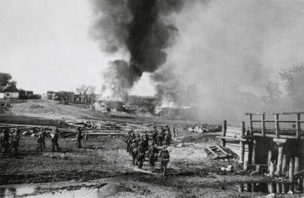 Em 1941, a União Soviética foi invadida pelas tropas nazistas por meio da Operação Barbarossa.