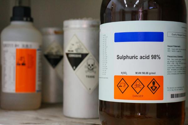 O manuseio e a utilização correta do ácido sulfúrico minimizam os riscos de acidentes.