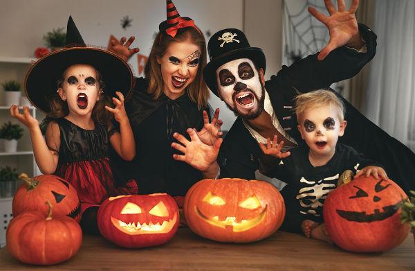 O Halloween chegou nos Estados Unidos, no século XIX, e foi trazido por imigrantes irlandeses. Atualmente, é uma das festas mais tradicionais do país.