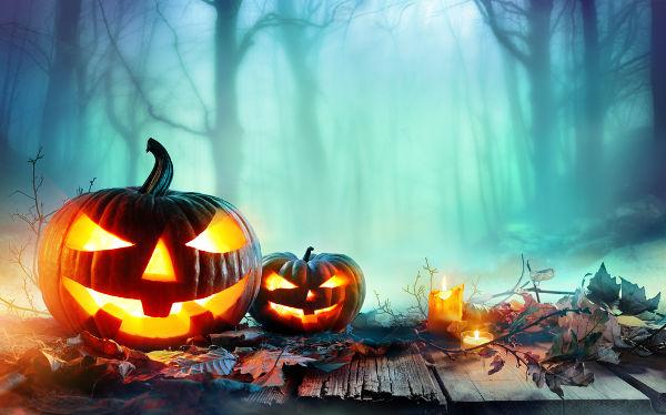 Um símbolo do Halloween atualmente são as lanternas esculpidas em abóboras e chamadas de jack-o-lantern.