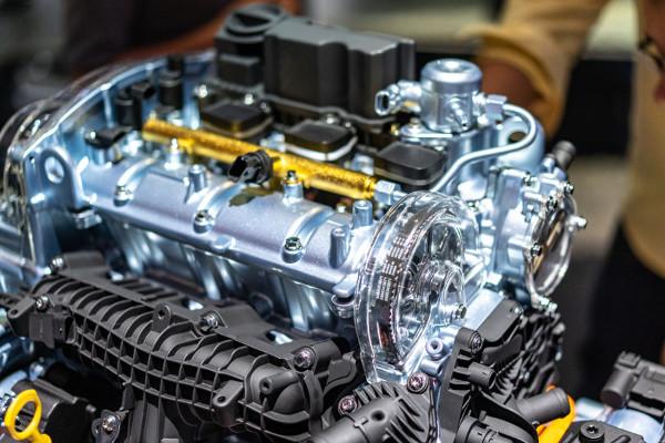 Os motores de combustão interna, como aqueles que movem os automóveis, são exemplos de máquinas térmicas.