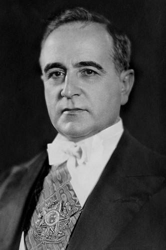 A segunda fase do modernismo brasileiro sofreu diversas prisões políticas do governo de Getúlio Vargas.
