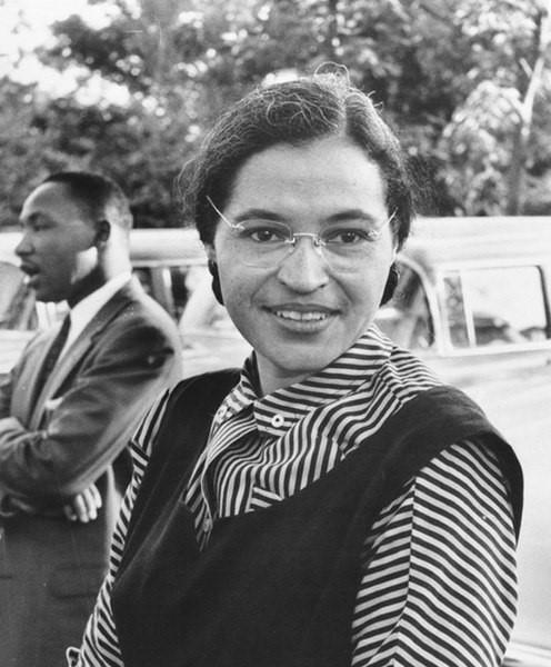 Rosa Parks, a mulher que se recusou a ceder seu assento no ônibus a um homem branco.