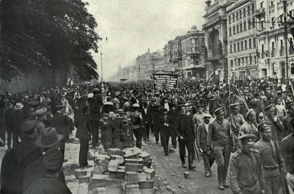Manifestação de bolcheviques em Petrogrado durante a Revolução Russa, em 1917.