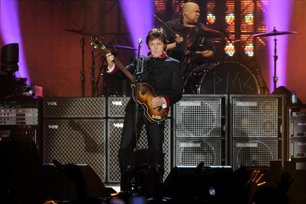 Paul McCartney fez um dos shows mais memoráveis do Maracanã. [8]