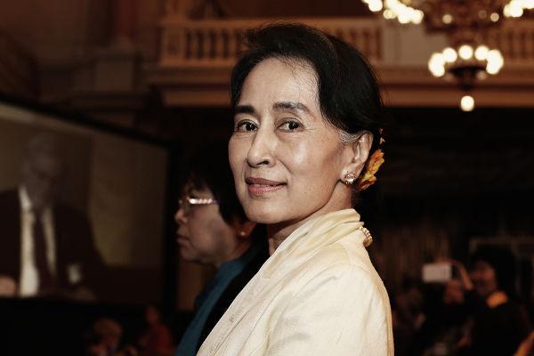 Aung San Suu Kyi governava o Mianmar desde 2016. Foi presa por ordem dos militares que realizaram o golpe no país.[1]