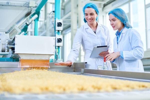 Profissionais se preocupam com processos que garantem a qualidade dos alimentos