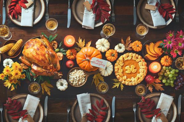 Dia de Ação de Graças é celebrado com um banquete no jantar