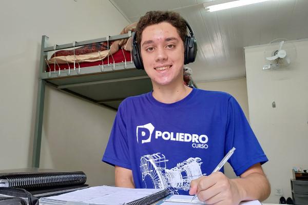 Gabriel foi o primeiro colocado no Vestibular 2020 do IME e da AFA (Crédito: Divulgação/Poliedro)